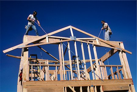 1980s BUILDING A NEW HOUSE WITH LUMBER RAISING THE  A-FRAME FOR THE ROOF LINE Stock Photo - Rights-Managed, Code: 846-06112019