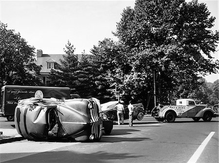 1940s CONVERTIBLE TOWED AWAY BY TOW TRUCK AFTER TRAFFIC ACCIDENT WITH SEDAN OUTDOOR Stock Photo - Rights-Managed, Code: 846-06112163