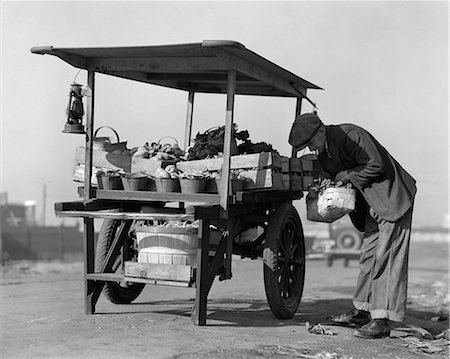 1930s 1940s GROCER OUTDOORS AT VEGETABLE CART Stock Photo - Rights-Managed, Code: 846-06112183