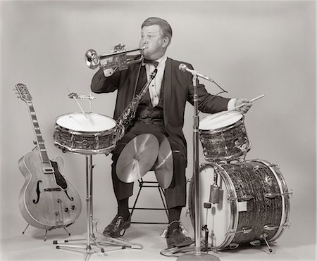 1970s ONE-MAN BAND MAN IN TUXEDO BLOWING TRUMPET PLAYING DRUMS BASE DRUM CYMBALS Stock Photo - Rights-Managed, Code: 846-06112201