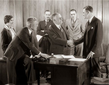 1930s GROUP BUSINESS MEN AND WOMAN IN OFFICE BOSS SHAKING HANDS WITH NEW HIRE Stock Photo - Rights-Managed, Code: 846-06112262