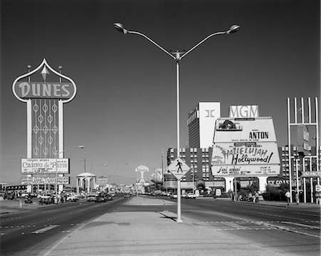 1980s DAYTIME THE STRIP LAS VEGAS NEVADA WITH SIGNS FOR THE DUNES MGM FLAMINGO Stock Photo - Rights-Managed, Code: 846-06112356