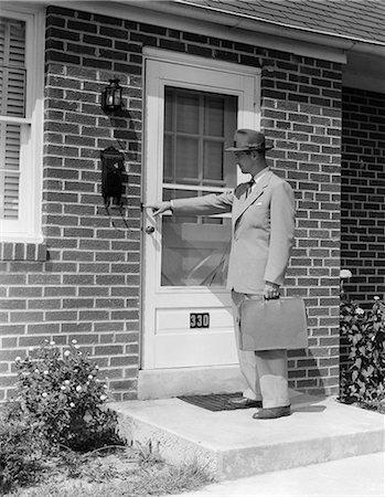1950s DOOR-TO-DOOR SALESMAN MAN RINGING DOORBELL AT SUBURBAN HOUSE FRONT DOOR OUTDOOR Stock Photo - Rights-Managed, Code: 846-06112498