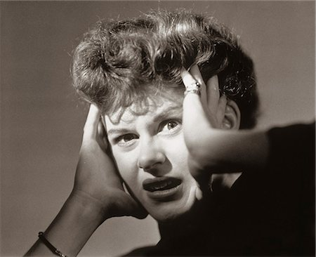 1950s SCARED FRIGHTENED WOMAN WITH HANDS TO HEAD Stock Photo - Rights-Managed, Code: 846-07200055