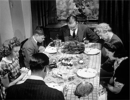 1940s THREE GENERATION FAMILY SAYING GRACE THANKSGIVING DINNER Stock Photo - Rights-Managed, Code: 846-07200061