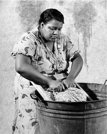 1930s AFRICAN-AMERICAN WOMAN WASHING SCRUBBING CLOTHES ON WASHBOARD IN A GALVANIZED ZINC WASHTUB Stock Photo - Rights-Managed, Code: 846-08140082