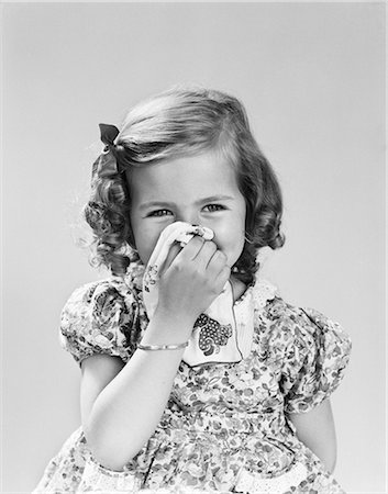 smelly - 1940s LITTLE GIRL BLOWING HER NOSE WITH CLOTH HANDKERCHIEF Stock Photo - Rights-Managed, Code: 846-08226048