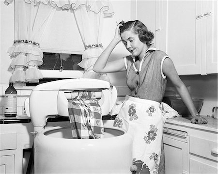 1950s FRUSTRATED HOUSEWIFE WITH JAMMED WRINGER ON CLOTHES WASHING MACHINE IN KITCHEN Stock Photo - Rights-Managed, Code: 846-08226127