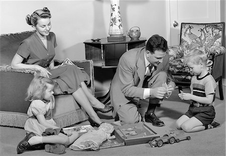 1940s FAMILY FATHER MOTHER DAUGHTER SON TOGETHER IN LIVING ROOM WITH TOY ERECTOR SET Stock Photo - Rights-Managed, Code: 846-08512704