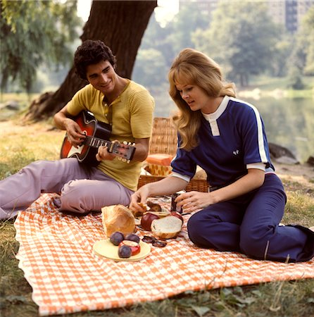 1970s TWO COUPLES BACKYARD PICNIC BBQ BARBECUE PARTY Stock Photo - Rights-Managed, Code: 846-02794132