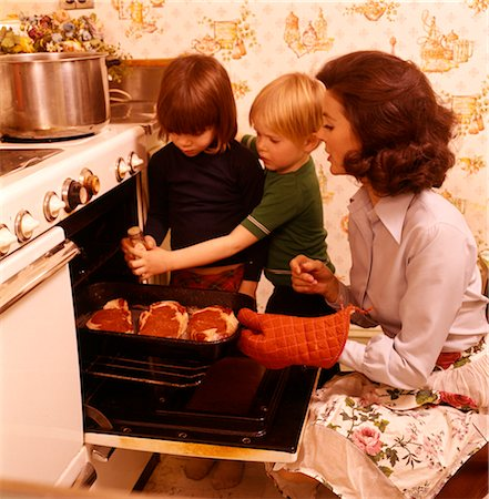 1970s WOMAN MOTHER CHILDREN SONS COOKING STOVE OVEN Stock Photo - Rights-Managed, Code: 846-02794390