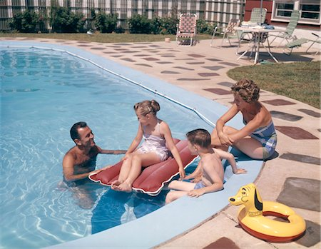 1960s 1970s RETRO FAMILY FATHER MOTHER SON DAUGHTER MAN WOMAN BOY GIRL TOGETHER IN BACKYARD SWIMMING POOL SMILING Stock Photo - Rights-Managed, Code: 846-02795196