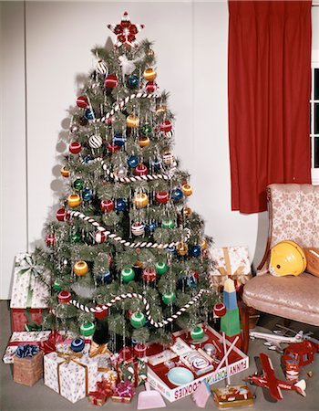 1960s 1970s DECORATED CHRISTMAS TREE ORNAMENTS PRESENTS TOYS Stock Photo - Rights-Managed, Code: 846-02795268