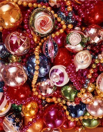 1970s OVERALL PATTERN OF PILE OF CHRISTMAS TREE DECORATIONS GLASS BALLS STRANDS OF BEADS COLORFUL Stock Photo - Rights-Managed, Code: 846-02795314