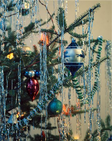 1950s 1960s 1970s RETRO CHRISTMAS TREE ORNAMENT GARLAND TINSEL LIGHTS Stock Photo - Rights-Managed, Code: 846-02795321