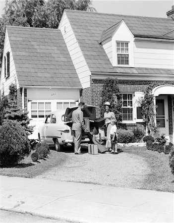 1950s FAMILY MOTHER FATHER SON IN FRONT OF SUBURBAN HOUSE LOADING CAR TRUNK WITH LUGGAGE SUITCASE GOLF BAG TRIP VACATION Stock Photo - Rights-Managed, Code: 846-02795432