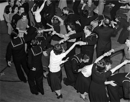 1940s CROWD GROUP MEN WOMEN DANCING SAILORS CIVILIANS DANCE USO Stock Photo - Rights-Managed, Code: 846-02795443