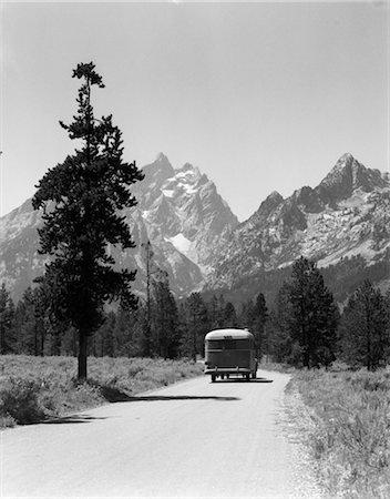 1940s CAR DRIVE GRAND TETON NATIONAL PARK WYOMING Stock Photo - Rights-Managed, Code: 846-02795565