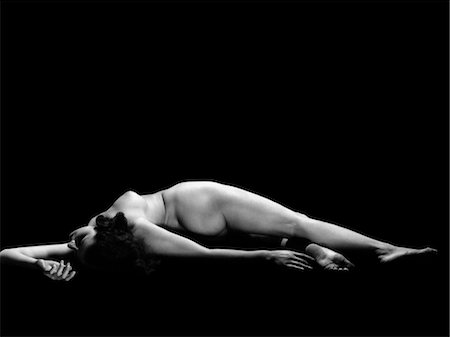 1930s NUDE WOMAN LYING DOWN Stock Photo - Rights-Managed, Code: 846-02795684
