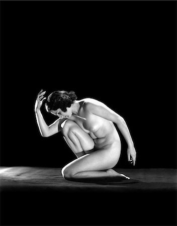 1930s NUDE WOMAN IN CLASSICAL POSE ART DECO Stock Photo - Rights-Managed, Code: 846-02795685