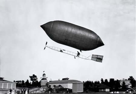 1900s 1910s LINCOLN BEACHEY AIRSHIP APPEARANCE IS CROSS BETWEEN HOT AIR BALLOON AND BLIMP Stock Photo - Rights-Managed, Code: 846-02795922