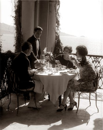 simsearch:846-02793283,k - 1920s GROUP EATING ON BALCONY WITH WAITER SERVING WINE Stock Photo - Rights-Managed, Code: 846-02796020