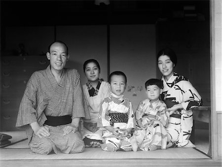 1930s TYPICAL JAPANESE FAMILY OF 4 WITH MAID SERVANT AT HOME PORTRAIT KIMONOS TRADITIONAL NATIVE COSTUME JAPAN Stock Photo - Rights-Managed, Code: 846-02796353