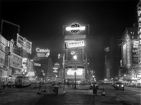 1935 NYC TIMES SQUARE LIGHTED AT NIGHT BROADWAY'S GREAT WHITE WAY Stock Photo - Rights-Managed, Code: 846-02796480