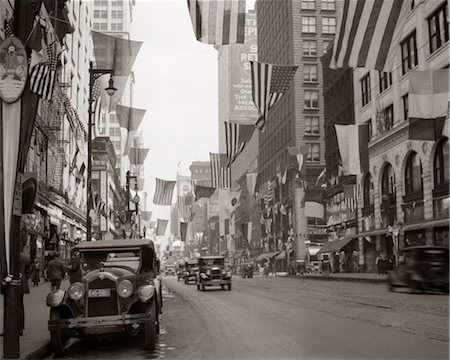 1926 DOWNTOWN CHICAGO'S STATE ST. WITH FLAGS Stock Photo - Rights-Managed, Code: 846-02796482