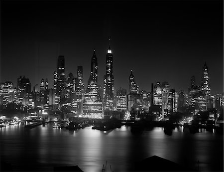 1950s NIGHT SKYLINE MIDTOWN MANHATTAN NEW YORK CITY EMPIRE STATE BUILDING HUDSON RIVER Stock Photo - Rights-Managed, Code: 846-02796611