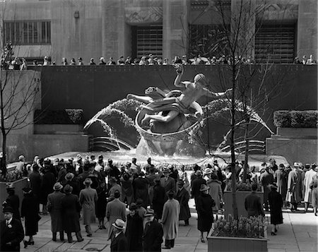 1940s 1946 GROUP OF PEOPLE AT ROCKEFELLER CENTER NEW YORK CITY USA Stock Photo - Rights-Managed, Code: 846-02796676