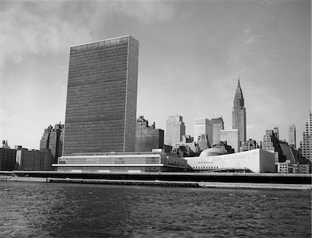 1950s VIEW OF UNITED NATIONS BUILDING AND NEW YORK CITY SKYLINE FROM HUDSON RIVER Stock Photo - Rights-Managed, Code: 846-02796710