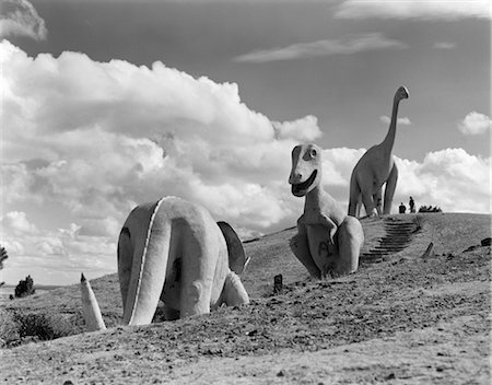 1950s DINOSAUR PARK SOUTH DAKOTA THREE DINOSAUR STATUES ON HILLSIDE Stock Photo - Rights-Managed, Code: 846-02796729