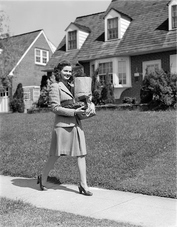 1940s WOMAN WALKING SHOPPING CARRYING GROCERY BAG ON SUBURBAN HOUSE SIDEWALK Stock Photo - Rights-Managed, Code: 846-02796862
