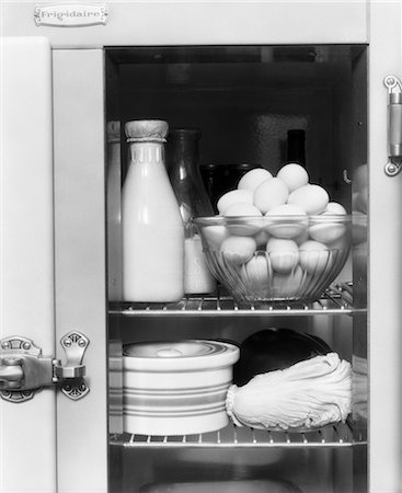 1940s REFRIGERATOR WITH MILK EGGS LETTUCE Stock Photo - Rights-Managed, Code: 846-02797037