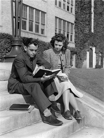 simsearch:846-02793283,k - 1930s MALE & FEMALE COLLEGE STUDENT STUDYING OUTSIDE ON CAMPUS STEPS Stock Photo - Rights-Managed, Code: 846-02797171
