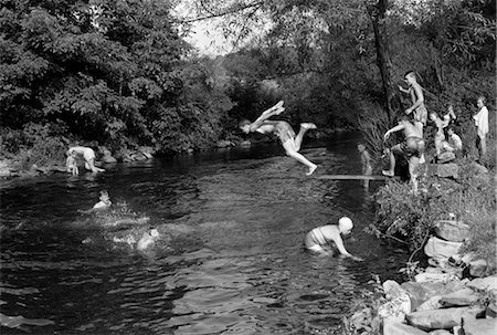 1950s BOYS GIRLS GROUP SWIMMING IN CREEK STREAM POND SUMMER FUN JUMP SPLASH DIVE RETRO VINTAGE SWIM SWIMMING HOLE Stock Photo - Rights-Managed, Code: 846-02797272