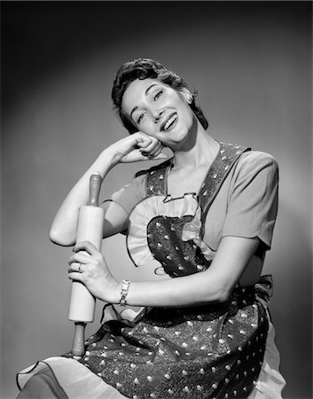 1950s WOMAN AS HOUSEWIFE WEARING APRON HOLDING ROLLING PIN Stock Photo - Rights-Managed, Code: 846-02797307