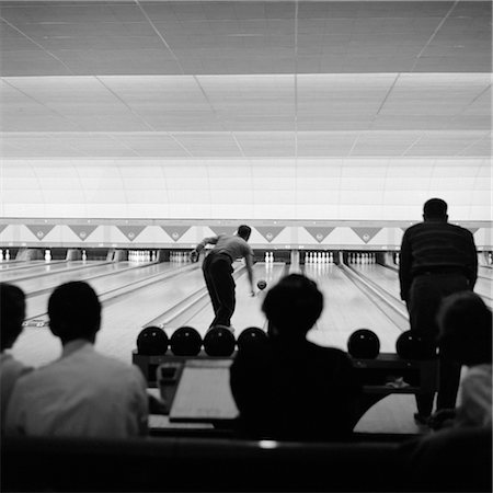 silhouette black and white - 1940s 1950s BOWLING ALLEY SHOWING LANES MAN BOWLING SILHOUETTED CROWD WATCHING Stock Photo - Rights-Managed, Code: 846-02797389