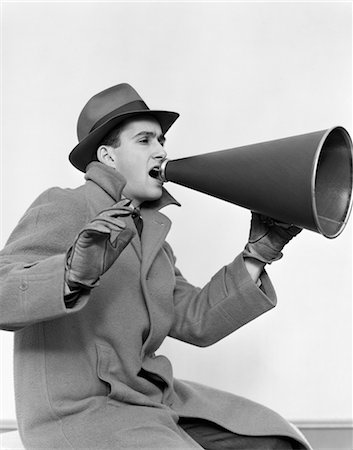 1940s MAN IN COAT HAT AND GLOVES YELLING IN MEGAPHONE Stock Photo - Rights-Managed, Code: 846-02797409