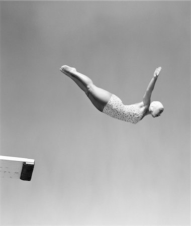1950s WOMAN SWAN DIVE OFF DIVING BOARD ONE PIECE BATHING SUIT CAP Stock Photo - Rights-Managed, Code: 846-02797410