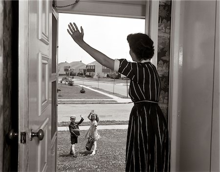 1950s MOM IN DOORWAY WAVING AT BOY & GIRL GOING TO SCHOOL Stock Photo - Rights-Managed, Code: 846-02797505