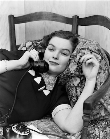 1930s YOUNG BRUNETTE WOMAN RECLINING ON PILLOWS CIGARETTE IN HAND SMILING TALKING ON TELEPHONE Stock Photo - Rights-Managed, Code: 846-02797675