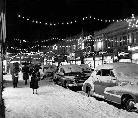 1940s 1950s WINTER CITY STREET SCENE WITH PEDESTRIANS IN SNOW CHRISTMAS LIGHTS Stock Photo - Rights-Managed, Code: 846-02797719