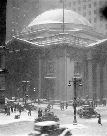 1930s GIRARD BANK BUILDING PHILADELPHIA PA PEDESTRIANS STREET LAMPS CARS IN SNOW STORM Stock Photo - Rights-Managed, Code: 846-02797713