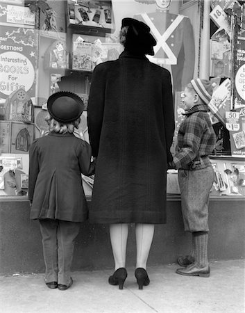1930s VIEW OF BACKS OF MOTHER DAUGHTER AND SON WINDOW SHOPPING Stock Photo - Rights-Managed, Code: 846-02797919