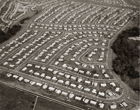 1950s 1960s LEVITTOWN PENNSYLVANIA - AERIAL VIEW OF A HOUSING DEVELOPMENT TRACT Stock Photo - Rights-Managed, Code: 846-02791679