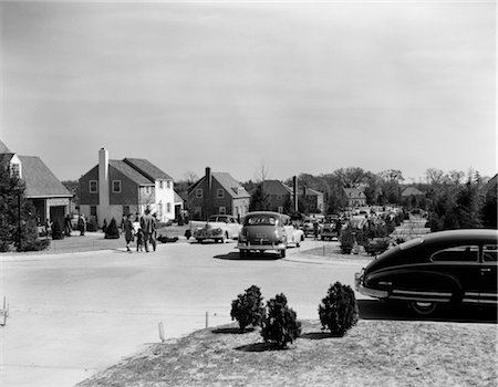 1940s SUBURBAN STREET HOUSES CARS PEOPLE COMMUNITY FAMILY NEIGHBORHOOD 1950s SUBURBIA Stock Photo - Rights-Managed, Code: 846-02791968