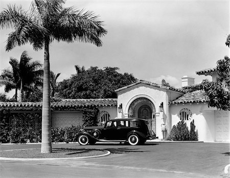 south - 1930s CAR IN CIRCULAR DRIVEWAY OF TROPICAL STUCCO SPANISH STYLE HOME IN SUNSET ISLANDS MIAMI BEACH FL Stock Photo - Rights-Managed, Code: 846-02791972
