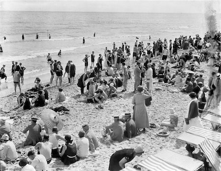 1930s CROWD OF PEOPLE SOME FULLY CLOTHED OTHERS IN BATHING SUITS ON PALM BEACH IN FLORIDA USA Stock Photo - Rights-Managed, Code: 846-02792128